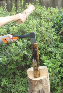 Fiskars splits logs